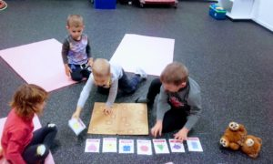 learning shapes in English, Brandýs
