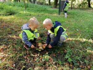 English with kids outside, Brandýs